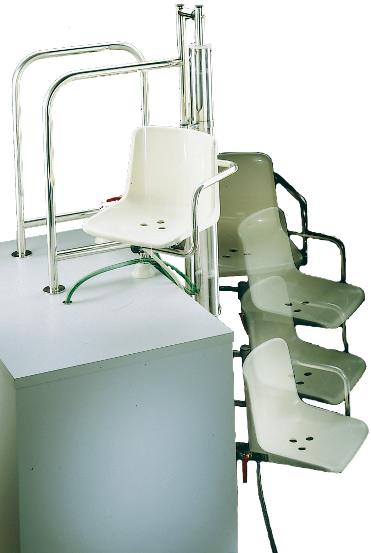 Hydraulic lift chair astralpool for Hydraulic chair lift for swimming pool